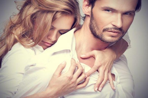 Đàn ông luôn muốn phụ nữ công khai tình yêu của mình