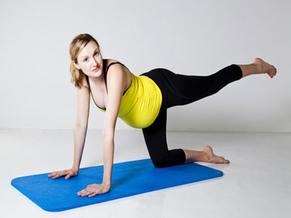 Mẹ bầu nên thường xuyên tập thể dục 3 tháng cuối
