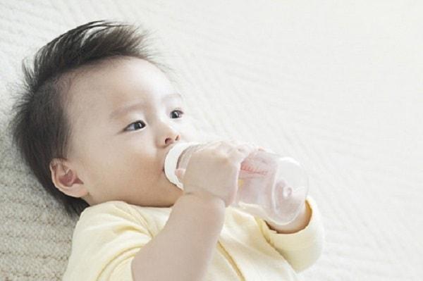 Lưu ý quan trọng khi chăm sóc trẻ bị tiêu chảy tại nhà 1