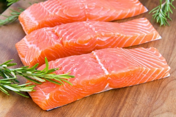 Cá hồi giàu dinh dưỡng cho bé ăn dặm