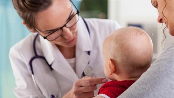 Trẻ ngủ li bì, bỏ ăn có phải là dấu hiệu của bệnh viêm màng não? 2