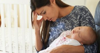 Vì sao phụ nữ sau sinh thường mắc bệnh sa sút trí tuệ?