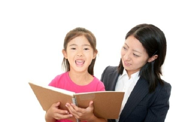 Tạo không khí vui vẻ khi học cho con