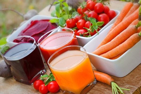 Nhiều mẹ lựa chọn cho trẻ uống nước ép trái cây