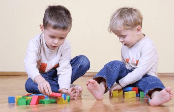 Từ 3 – 5 tuổi trẻ có khả năng phân loại các đồ vật