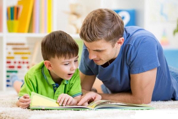 Trẻ thích thú khi làm quen với việc tính toán