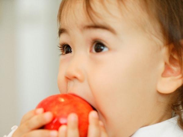 Bổ sung các thực phẩm giàu chất xơ vào khẩu phần ăn của trẻ