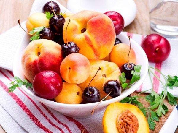 Các loại trái cây chua, vốn có nhiều vitamin C có tính axit mạnh