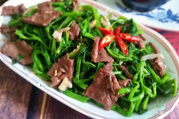Món thịt bò xào rau muống sau khi đã hoàn thành