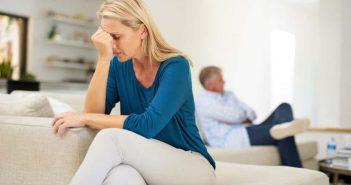 Chồng không bỏ thuốc lá, vợ nên làm gì?
