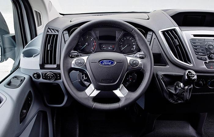 Ford Transit sở hữu không gian nội thất sang trọng và tiện nghi