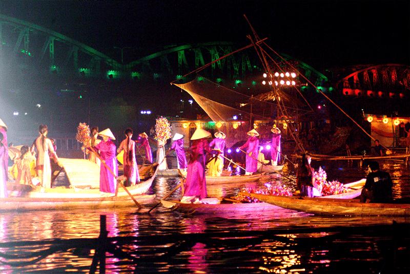 Thưởng thức ca Huế trên sông Hương