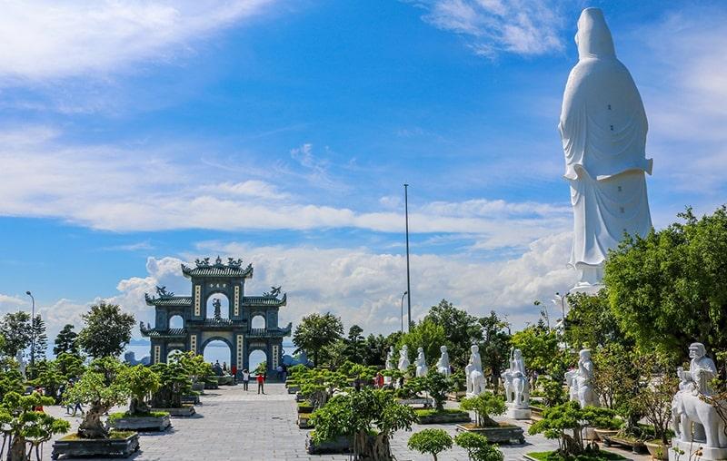 Chùa Linh Ứng được chụp từ trên cao