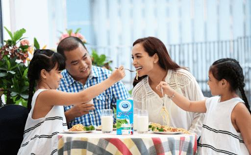 Bí quyết sống khỏe của gia đình sao Việt