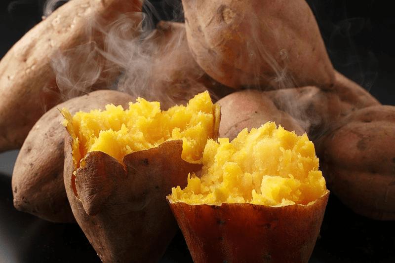 Khoai lang có chứa beta-carotene,chuyển hóa thành vitamin A tốt cho quá trình chống lão hóa