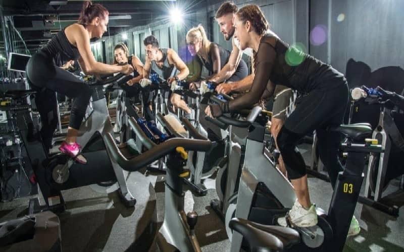 Đạp xe đạp tại chỗ giúp giảm cân